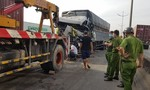 Xe tải tông đuôi containe ở Sài Gòn, tài xế tử nạn, phụ xe trọng thương