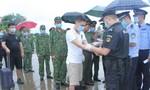 Trục xuất 4 người Trung Quốc nhập cảnh trái phép vào TP.Hà Tiên