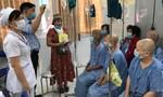 Dùng hơn 100 triệu tiền tổ chức sinh nhật tặng quà cho bệnh nhân nghèo