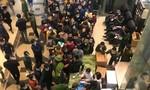 Cảnh xếp hàng mua khẩu trang chưa từng có tại chợ thuốc lớn nhất Hà Nội