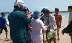 Kịp thời cứu một ngư dân kiệt sức trôi dạt trên biển