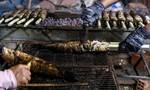 Nhộn nhịp phố cá lóc nướng ngày vía Thần Tài ở Sài Gòn
