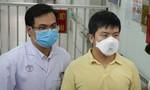 Bệnh nhân khỏi virus Corona ở Chợ Rẫy xuất viện, xin ở lại chăm sóc cha