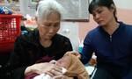 Bé gái vừa chào đời đã mất cả cha lẫn mẹ, sống với bà nội 74 tuổi