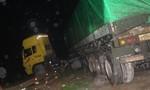 Tài xế có nồng độ cồn lao xe container lên đường sắt, nhiều tàu dừng khẩn cấp