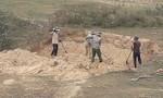 Lòng Sông A Sáp bị băm nát do khai thác cát trái phép