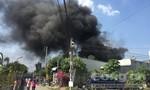 Kho chứa vật liệu trong khu dân cư cháy lớn