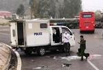 Nổ lốp ô tô chở phạm nhân, 1 cán bộ công an hy sinh