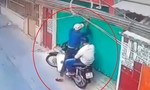 Clip hai tên trộm cắt khóa trộm xe giữa ban ngày ở Sài Gòn