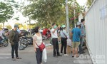 """Khu cách ly tại TPHCM ngưng nhận tiếp tế, dân vẫn """"bám trụ"""""""