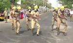 """Video lính cứu hỏa Ấn Độ nhảy điệu """"Ghen Cô vy"""""""