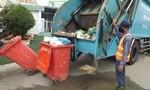 Nhiều người té do nước xả thải từ xe chở rác ra mặt đường