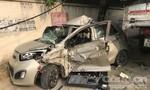 Xe du lịch bị xe tải tông nát bươm, tài xế nguy kịch
