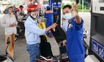 Giá xăng dầu tiếp tục giảm mạnh, xăng RON95 chỉ còn 12.560 đồng/lít