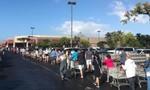 Loạt ảnh người Mỹ xếp hàng dài ở siêu thị mua đồ dự trữ đối phó dịch nCoV