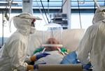 Chùm ảnh giữa lằn ranh sinh tử trong phòng ICU ở Ý