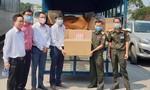 Tặng khẩu trang, nhu yếu phẩm cho nước bạn Lào phòng chống dịch