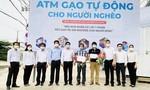 """Tình người lan tỏa bên """"ATM gạo"""" ở xã Vĩnh Lộc B"""