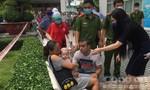 TPHCM: Cứu 4 nạn nhân kẹt trong đám cháy ra ngoài an toàn