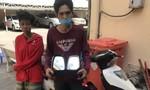 Hai con nghiện chuyên bẻ trộm kính ô tô lấy tiền mua ma túy ở Sài Gòn