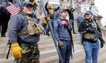 Clip người Mỹ vác súng ra đường biểu tình chống cách ly Covid-19