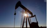 Giá dầu giao dịch lần đầu tiên rớt xuống mức âm