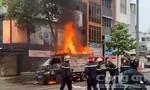 Xe tải chở đồ có bình gas, cháy trên đường phố Sài Gòn