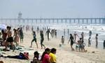 Vừa nới lỏng dãn cách, người Mỹ đổ xô ra bãi biển