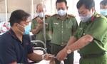 Thăm hỏi Đại uý công an bị thương khi bắt buôn lậu