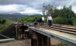 Hai nữ sinh lớp 9 chụp hình lúc tàu chạy, bị cuốn vào tử vong
