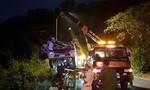 Xe tải chở rau rơi xuống vực đèo Bảo Lộc, tài xế gãy 2 chân