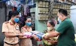 CSGT và Kiểm soát quân sự TPHCM tặng quà bà con nghèo