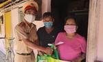 Đội CSGT Nam Sài Gòn tặng quà và phát thuốc cho người nghèo