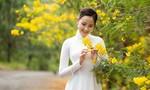 Hoa hậu Khánh Ngân rạng rỡ với áo dài