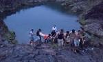 Sáu học sinh lớp 12 tắm hồ, hai em chết đuối thương tâm