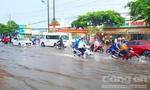 Mưa lớn khiến đường phố Cần Thơ ngập sâu, xe chết máy hàng loạt