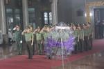 Người dân đội mưa đến viếng nhà tình báo chiến lược Trần Quốc Hương