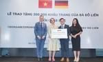 Bà Đỗ Thị Kim Liên tặng 300.000 khẩu trang tới nhân dân CHLB Đức