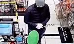 Clip người bán hàng khuyên tên cướp có dao để nhận lấy một… cái ôm