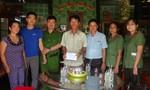 Trao tiền hỗ trợ Trung úy Công an mắc bệnh hiểm nghèo