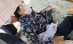 Người phụ nữ bị túm tóc đâm liên tiếp trên đường, tử vong
