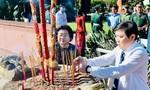 Đoàn đại biểu TPHCM dâng hương tưởng niệm các anh hùng liệt sĩ tại Côn Đảo