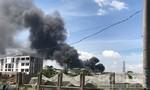 Xưởng gỗ ở Bình Dương cháy ngùn ngụt, nhiều công ty di tản