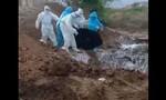 Clip thi thể bệnh nhân nCoV bị vứt 'thô bạo' xuống hố chôn, gây phẫn nộ