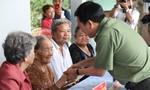 Công an TPHCM thăm và tặng quà mẹ Việt Nam anh hùng