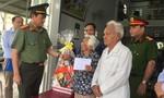 Đại tá Lê Hồng Nam thăm, tặng quà gia đình chính sách