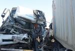 Xe tải đối đầu container, 3 người thương vong