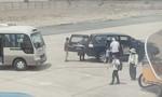Xe công vụ đón Phó Bí thư Tỉnh ủy trong sân bay đúng quy định