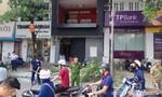 Hà Nội: Nổ lớn tại nhà dân, ô tô bị thủng nóc, nhiều người thoát chết