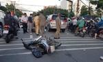TPHCM: Băng cướp giật lao vào đuôi ô tô khi bị đặc nhiệm truy đuổi